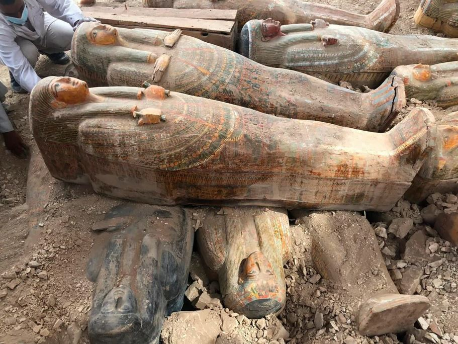 ეგვიპტეში 20 უძველესი, დალუქული კუბო აღმოაჩინეს