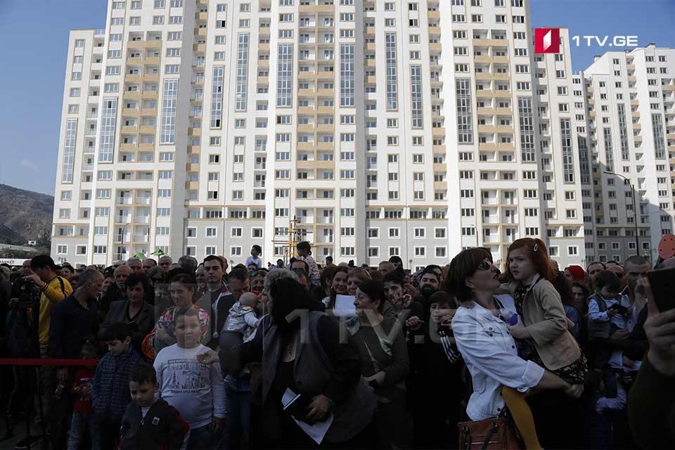 700-მდე დევნილ ოჯახს თბილისში ბინები გადაეცა