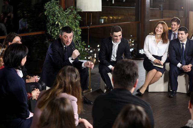 Գիորգի Գախարիան հանդիպել է Կրթության միջազգային կենտրոնի շրջանավարտներին