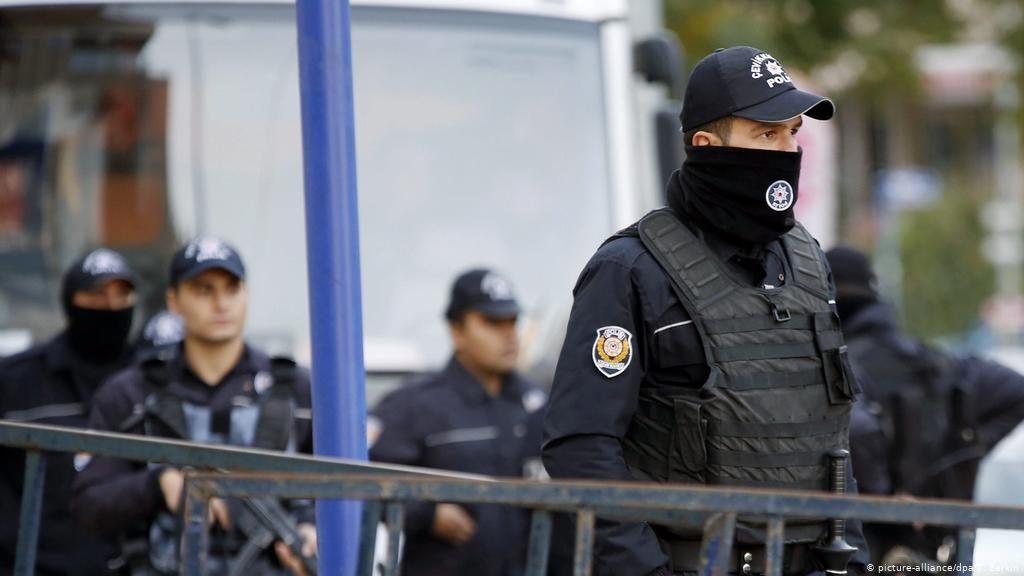 """თურქეთში""""ისლამური სახელმწიფოს"""" წევრობაში ეჭვმიტანილი სამი პირი დააკავეს"""
