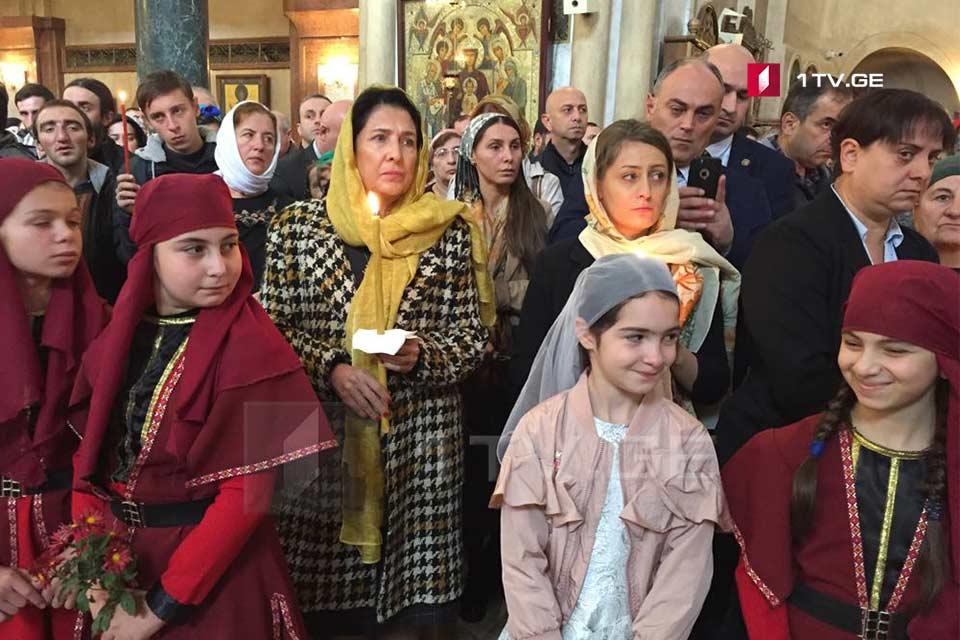 Саломе Зурабишвили присутствует на воскресной службе в соборе Святой Троицы
