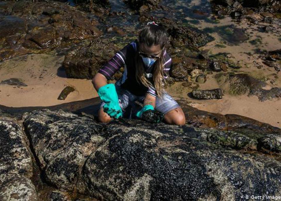 ბრაზილიაში სანაპირო ზოლის 2 500-კილომეტრიანი მონაკვეთი ნავთობით დაბინძურდა