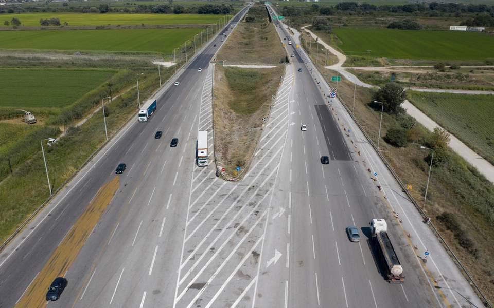 Հունաստանի ոստիկանությունը ձերբակալել է բեռնատար մեքենայի վրացի վարորդի, ով տեղափոխում էր 41 ներգաղթյալի