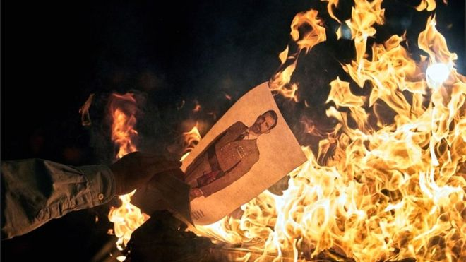 ბარსელონაში დემონსტრანტებმა ესპანეთის მეფის სურათები დაწვეს