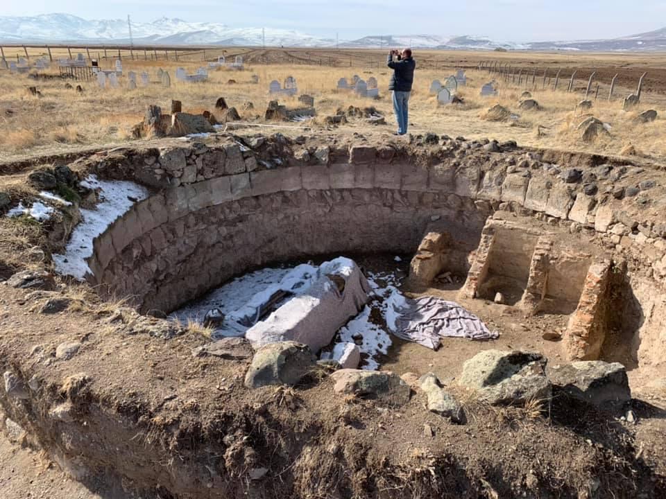 თურქეთში საქართველოს ელჩი გურჯი ხათუნისა და მისი ვაჟის ახლად აღმოჩენილი საძვალის ფოტოებს ავრცელებს