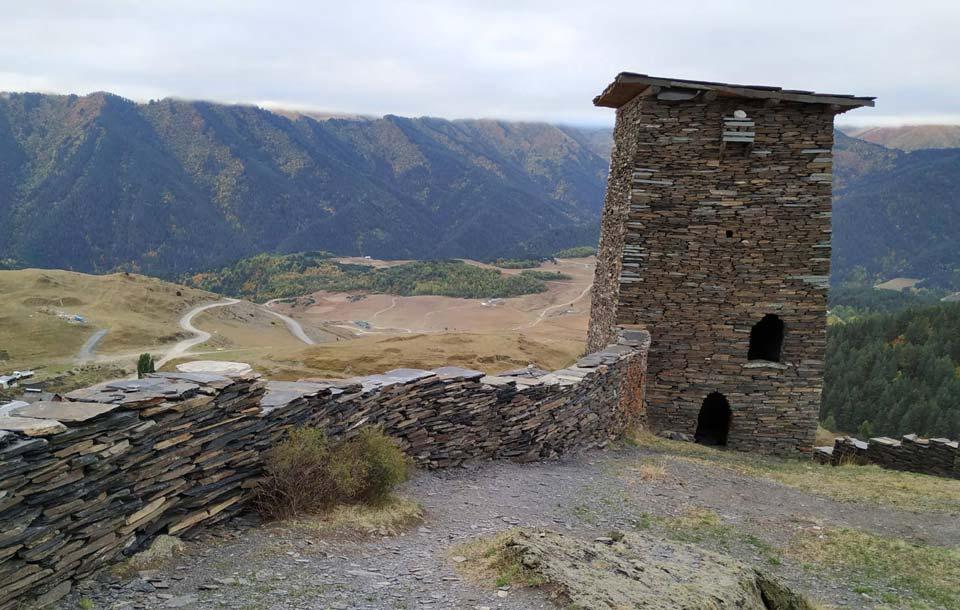 თუშეთის სოფელ ომალოში კესელოს ციხის რეაბილიტაცია განხორციელდა