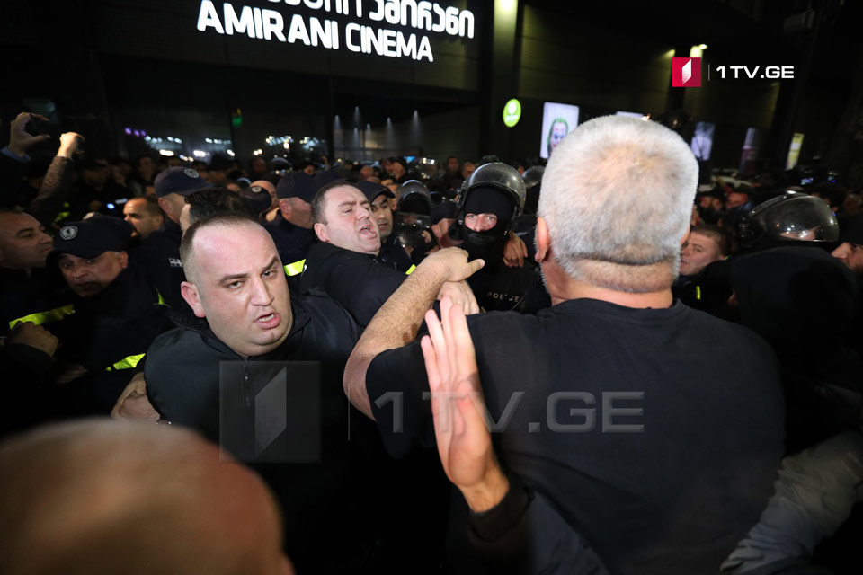 Members of Georgian March trying to enter Amirani cinema