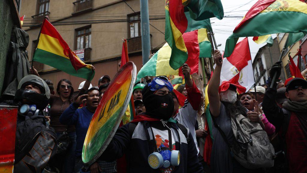 ოპოზიციური ძალების მხარდამჭერები ბოლივიის სახელმწიფო ტელევიზიაში შეიჭრნენ და მაუწყებლობა შეაჩერეს