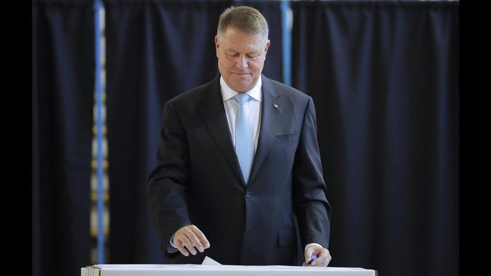 რუმინეთის არჩევნებში მოქმედი პრეზიდენტი ლიდერობს, თუმცა ქვეყანაში სავარაუდოდ მეორე ტური ჩატარდება
