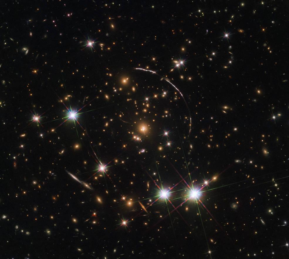 უმძლავრესი გრავიტაცია ერთ გალაქტიკას ცაზე 12 ასლად აჩვენებს