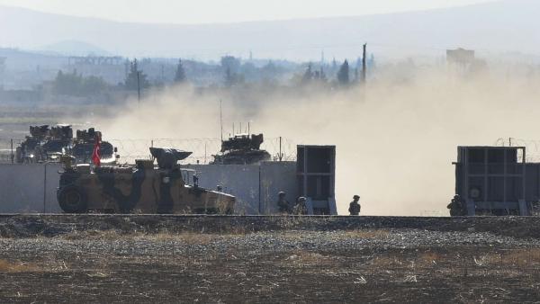სირიაში თურქმა სამხედროებმა ცეცხლი გაუხსნეს მოქალაქეებს, რომლებმაც სამხედრო პატრულს ქვები დაუშინეს