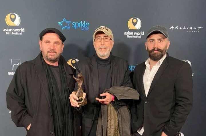 """ჰოლივუდში, აზიური ფილმების მსოფლიო ფესტივალზე დიმიტრი ცინცაძეს ფილმისთვის """"შინდისი"""" საუკეთესო რეჟისორის ჯილდო გადასცეს"""