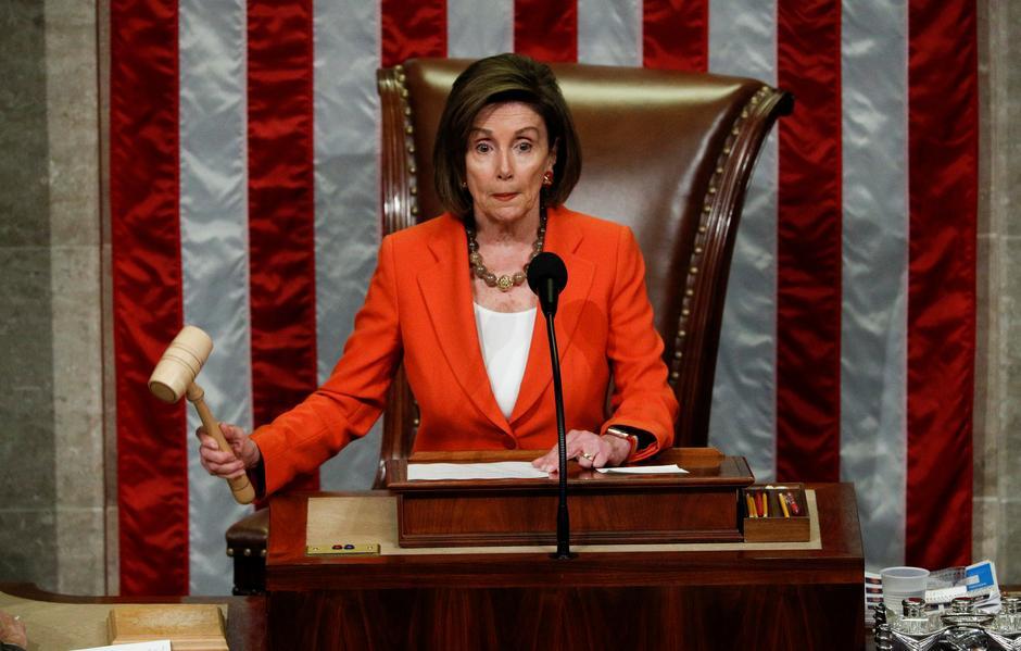 აშშ-ის კონგრესის წარმომადგენელთა პალატის ხელმძღვანელი დონალდ ტრამპს უკრაინის სკანდალზე მოსყიდვაში სდებს ბრალს