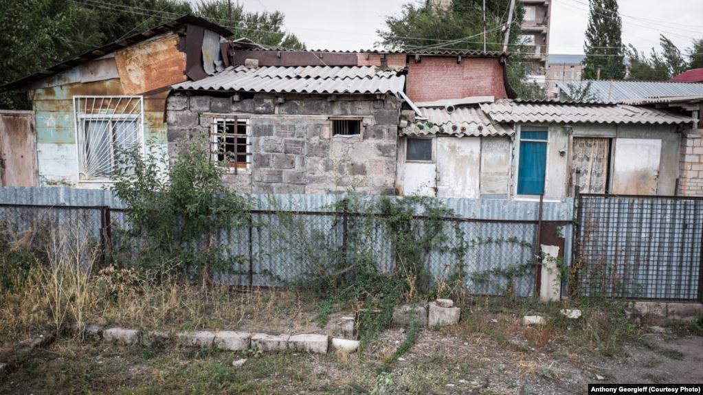სომხეთის ხელისუფლება სპიტაკში მიწისძვრის შედეგად დაზარალებულ 227 ოჯახს საცხოვრებლით უზრუნველყოფს