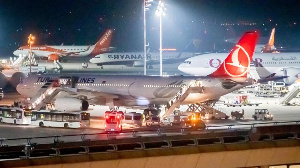 """ფრანკფურტის აეროპორტში თურქეთიდან დეპორტირებული ქალი დააკავეს, რომელიც """"ისლამური სახელმწიფოს"""" წევრობაშია ეჭვმიტანილი"""