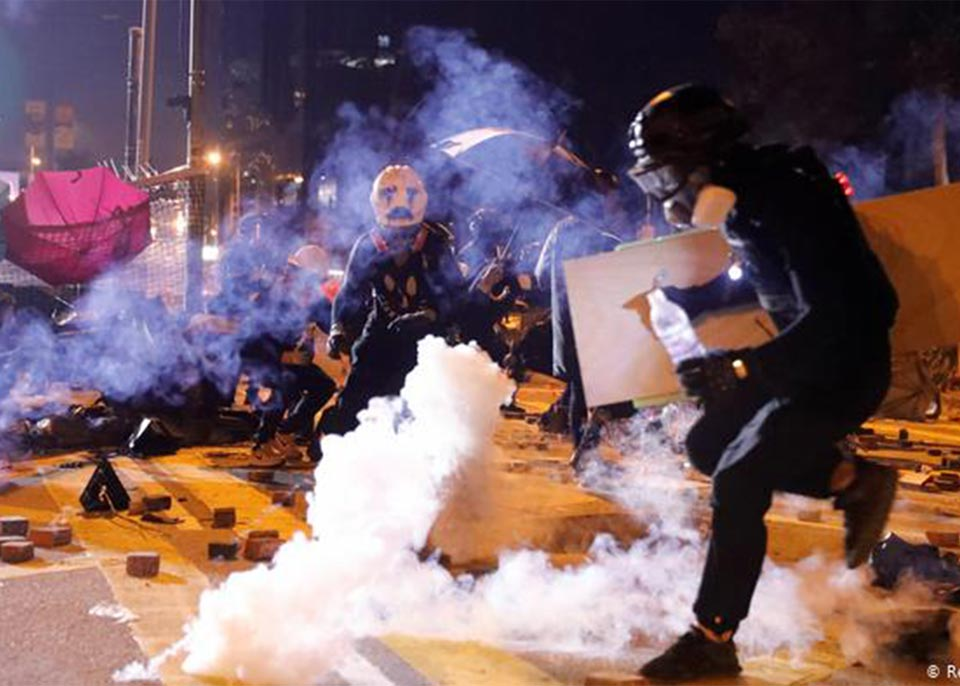 ჰონგ კონგში პოლიციასა და აქციის მონაწილეებს შორის მორიგი შეტაკება მოხდა