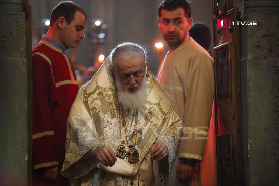 საპატრიარქო - პატრიარქის ლოცვა-კურთხევაა, რომ აღდგომილ მაცხოვარს ყველანი ერთად, ანთებული სანთლებით შევხვდეთ ღამის 12 საათიდან