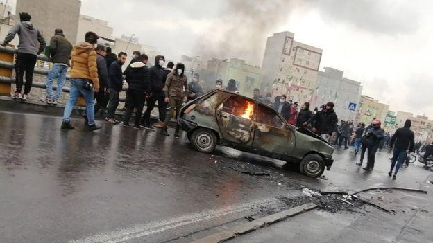 ირანში საწვავის გაძვირების გამო დაწყებული საპროტესტო გამოსვლების დროს, ათასმდე ადამიანი დააკავეს