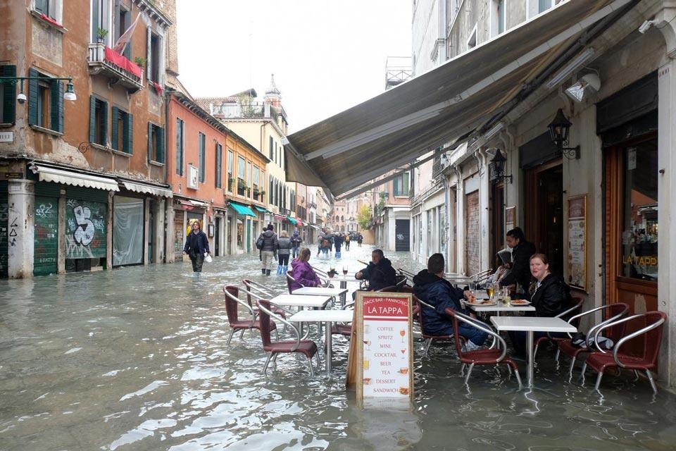 ვენეციის ყველაზე მძიმე კვირა ბოლო 150 წელიწადში - ქალაქს წყლის ახალმა ტალღამ დაარტყა