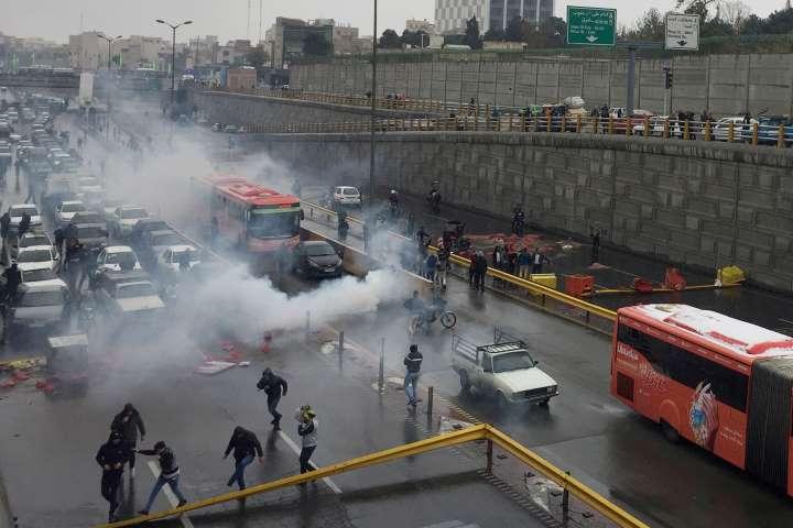 """""""ამნესთი ინთერნეშენელი"""" - ირანში საპროტესტო აქციების დროს სულ მცირე, 106 მომიტინგე მოკლეს"""