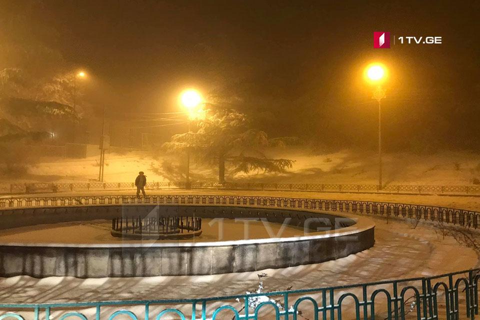 კოჯორში, ტაბახმელაში, ბეთანიასა და წყნეთში თოვლისგან გზის გაწმენდითი სამუშაოები მიმდინარეობს [ფოტო]
