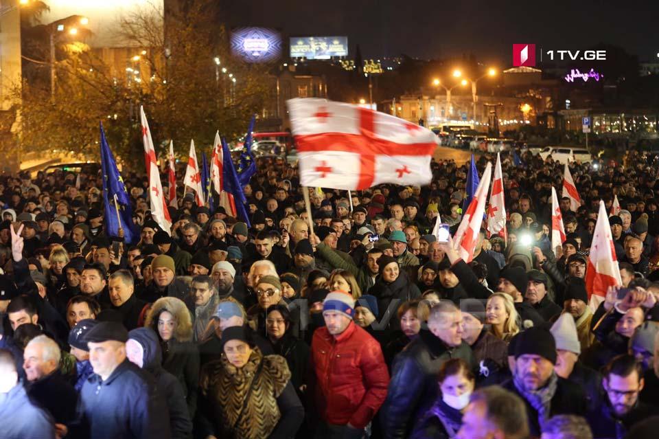 Участники акции оппозиции прошли шествием от площади Первой Республики до здания парламента Грузии