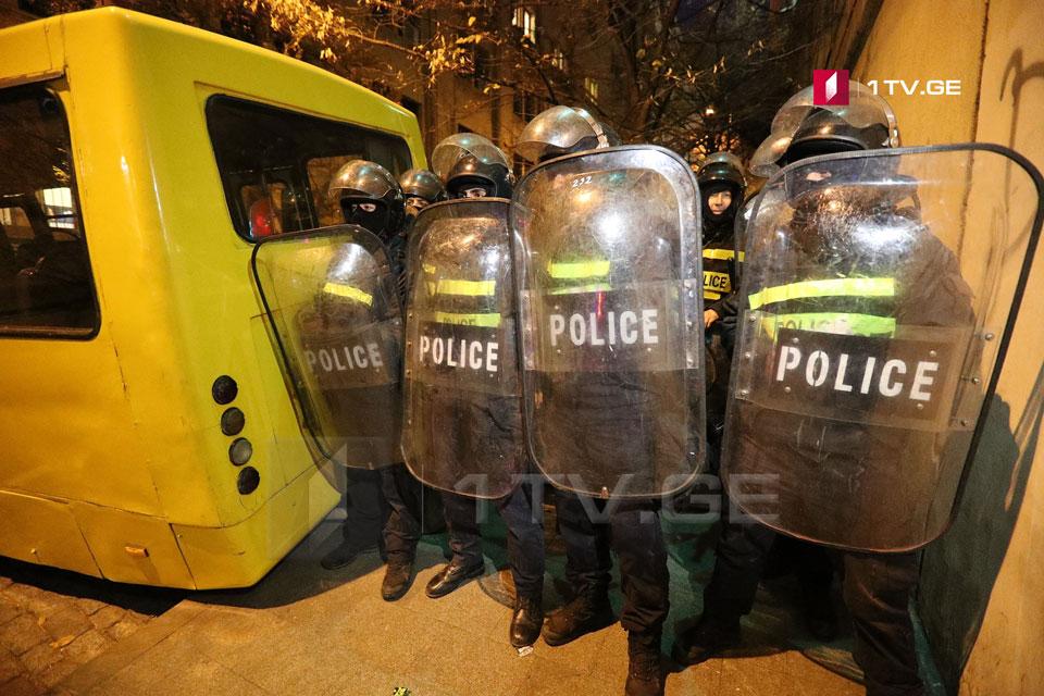 DİN-in rəsmi göstəricilərinə görə, Parlament qarşısında aksiyada 28 nəfər yaxalandı, üç nəfər xəsarət aldı