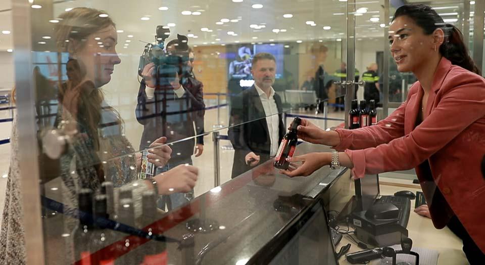საქართველოს აეროპორტებში ტურისტები ღვინით დასაჩუქრდებიან
