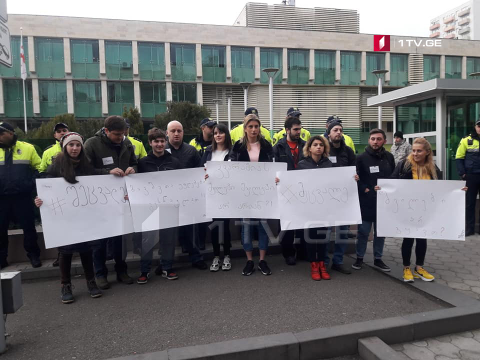 """Activists of """"Make a Change"""" movement hold protest at State Security Service"""