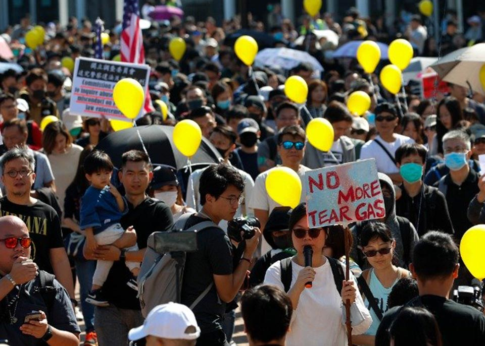 ჰონგ კონგში პოლიციის მხრიდან ძალის გადამეტებას აპროტესტებენ