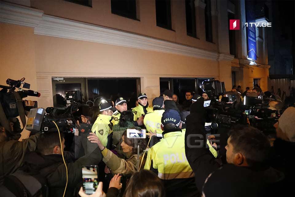 """""""Gürcü Arzusunun"""" mərkəzi ofisi qarşısında qarşıdurma baş verdi"""