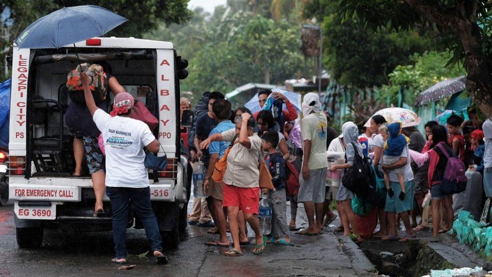 ფილიპინებში ტაიფუნის გამო, 200 000 ადამიანის ევაკუაცია განხორციელდა