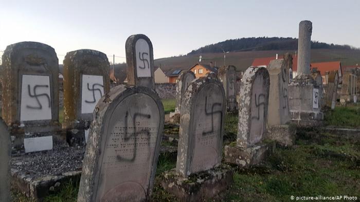 საფრანგეთში ებრაელების საფლავები სვასტიკებით და ანტისემიტური სლოგანებით მოხატეს