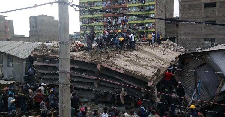 კენიაში ექვსსართულიანი შენობა ჩამოინგრა