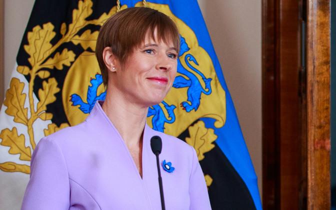 ესტონეთის პრეზიდენტმა 2700 საშობაო ბარათს მოაწერა ხელი