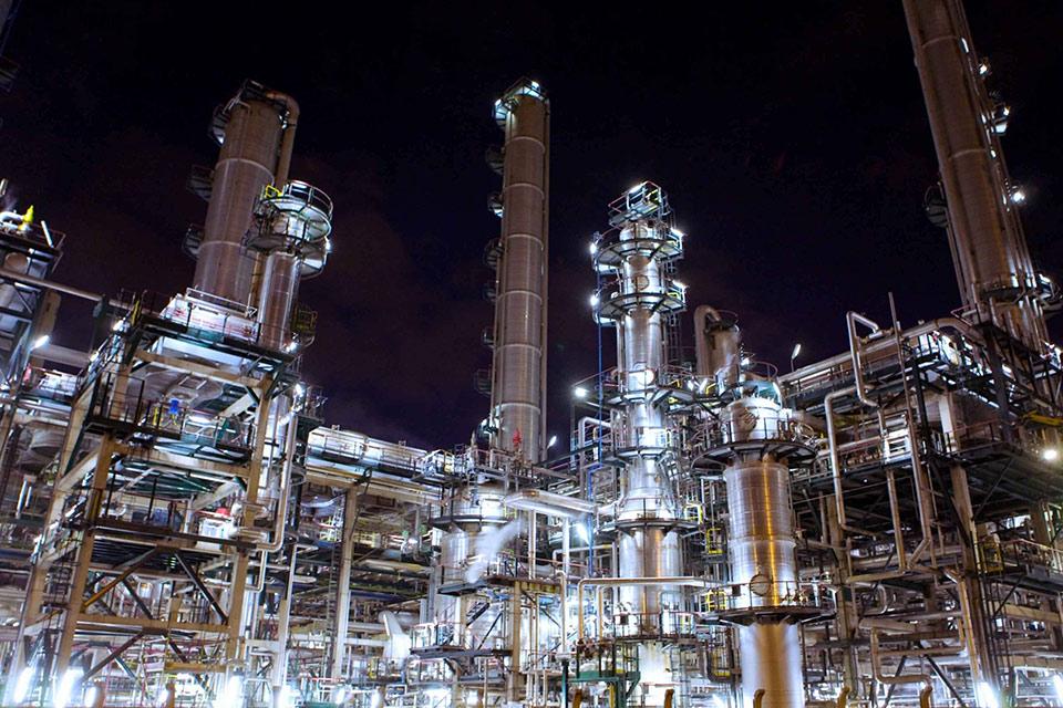ბიზნესპარტნიორი - საქართველოში პირველი ნავთობგადამამუშავებელი ქარხნის მშენებლობა იწყება