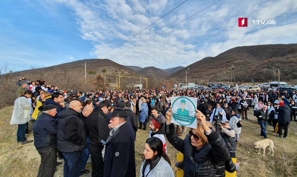 In support of Vazha Gaprindashvili, a protest rally is being held at the occupation line