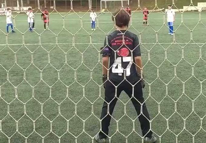 """ბრაზილიური """"ფლამენგოს"""" ახალგაზრდა მეკარემ შვიდი დარტყმა მოიგერია და სოციალური ქსელი დაიპყრო (ვიდეო)"""