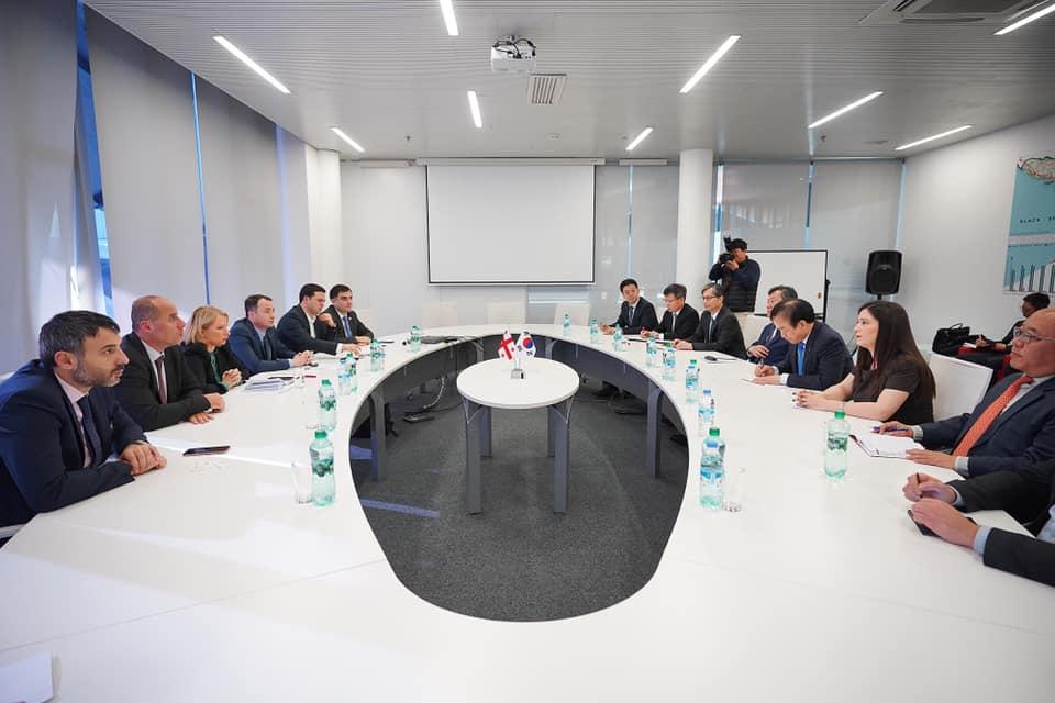 """ნათია თურნავა """"ნენსკრა ჰესის"""" ინვესტორი კომპანიის ხელმძღვანელს შეხვდა"""