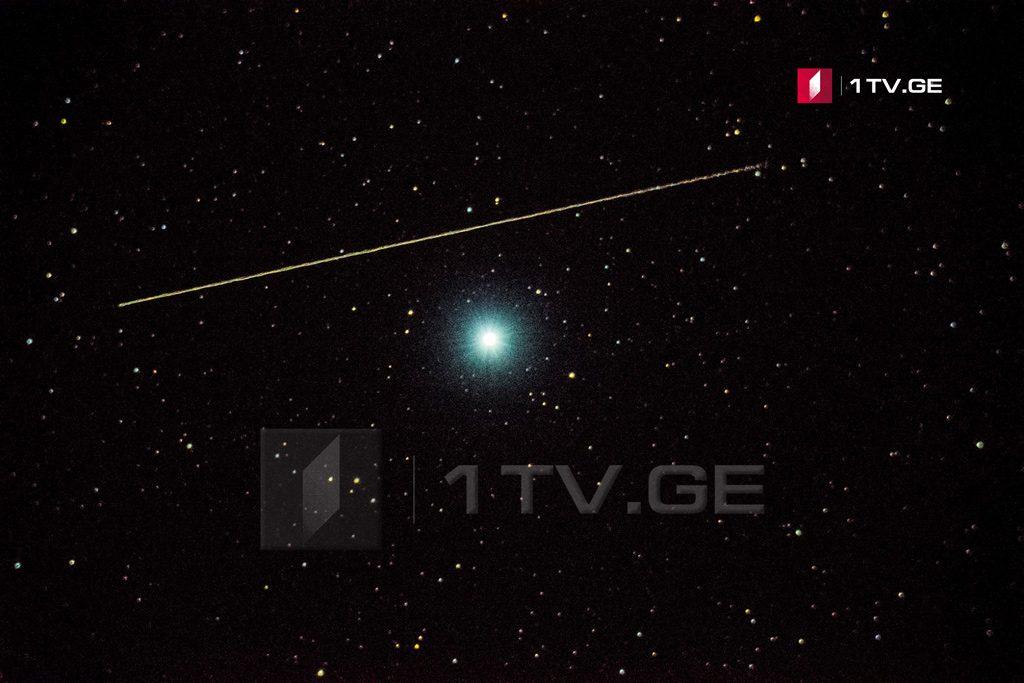ალტაირი, კასიოპეა, ანდრომედას გალაქტიკა და კადრში შემოჭრილი მეტეორები ირაკლი გედენიძის ასტროობიექტივში
