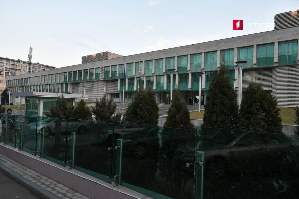 სუს-ის ანტიკორუფციული სააგენტოს თანამშრომლებმა სამი პირი დააკავეს