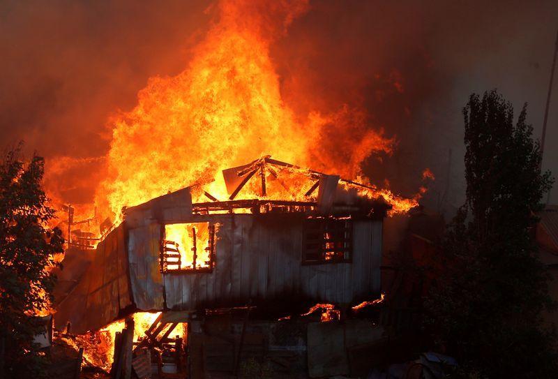 ჩილეში ხანძრის შედეგად სულ მცირე 120 სახლი დაიწვა