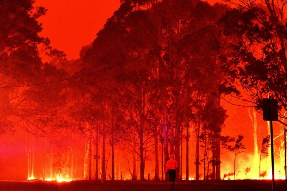 Ավստրալիայի երկու նահանգից հրդեհի պատճառով տարհանել են բնակչությանը
