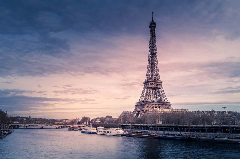პარიზში გამვლელებს დანით შეიარაღებული მამაკაცი თავს დაესხა, დაჭრილია რამდენიმე ადამიანი