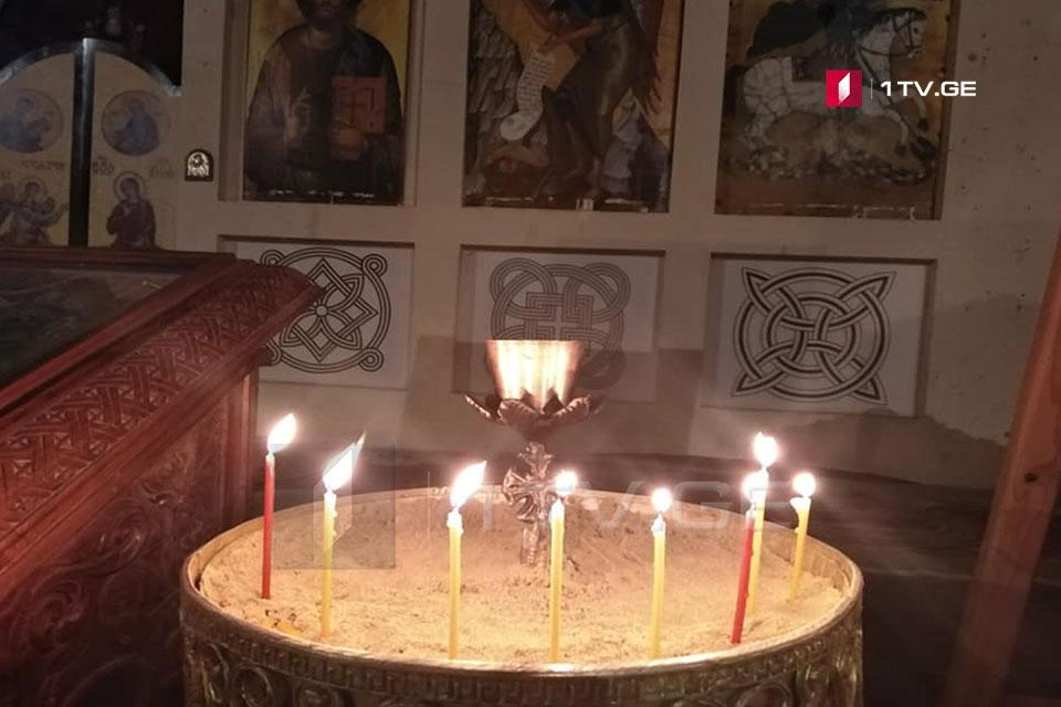 ზუგდიდის ივერიის ყოვლადწმინდა ღვთისმშობლის ტაძარში საშობაო ლიტურგიისთვისემზადებიან