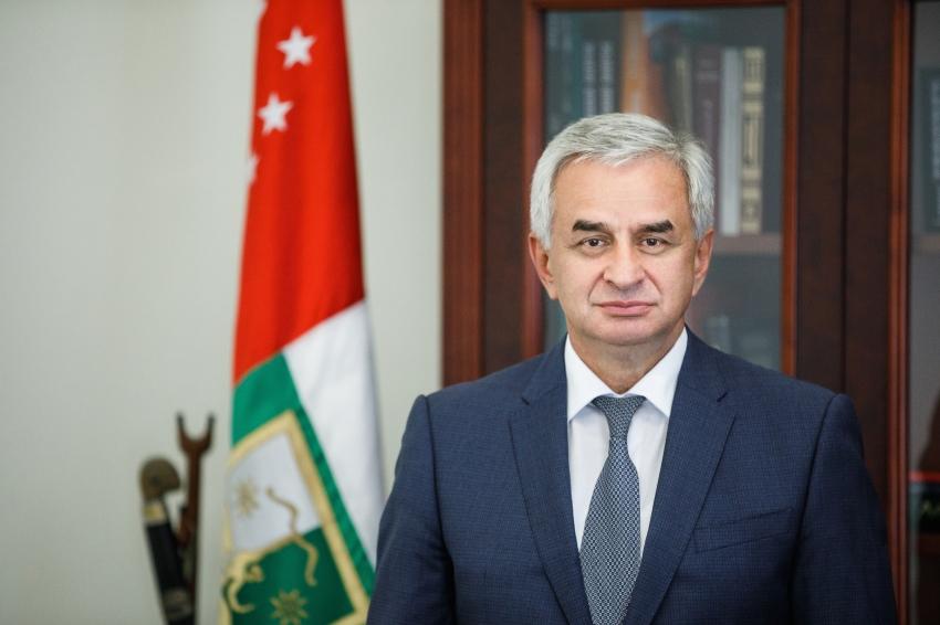 İşğal altında olan Abxaziyanın de-fakto parlamenti Raul Xacimbanın istefasını tələb edən sənəd hazırladı