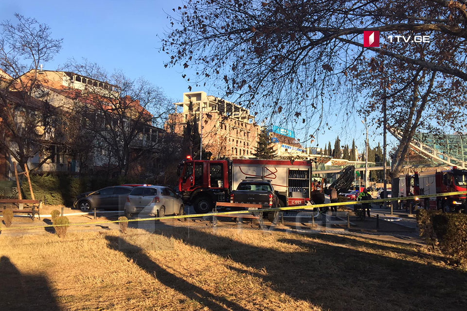 თბილისში, მშვიდობის ხიდთან ხანძრისას ერთი ადამიანი დაშავდა