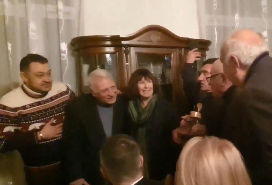 Վրաստանում ԱՄՆ-ի դեսպանի պաշտոնակատարը կատարել է վրացական ժողովրդական երգ (վիդեո)