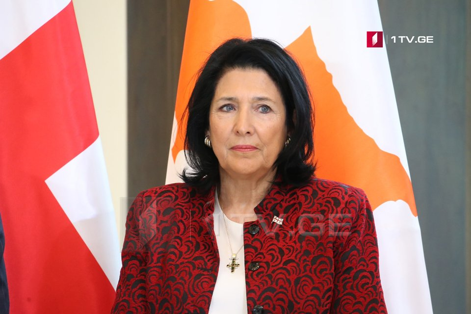 Саломе Зурабишвили - Мы не будем достойны этого флага, если не сможем объединиться