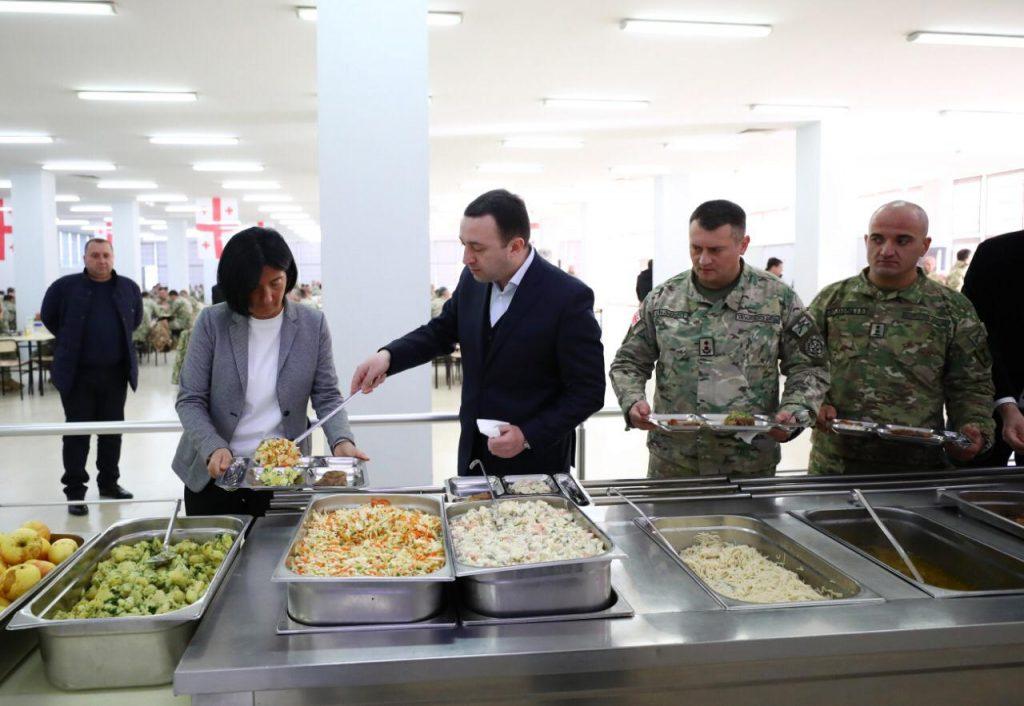 ირაკლი ღარიბაშვილმა ჯარისკაცების კვების ახალ რაციონს გაეცნო